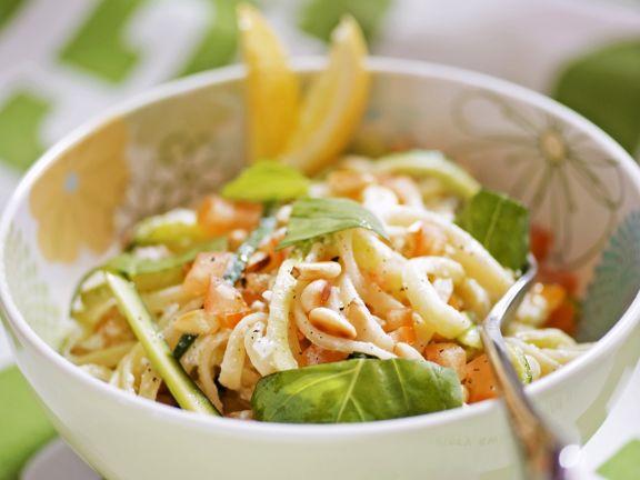 Pasta mit Zucchini und Zitronensauce