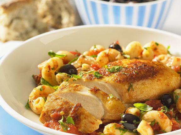 Pasta puttanesca mit Hähnchenbrust