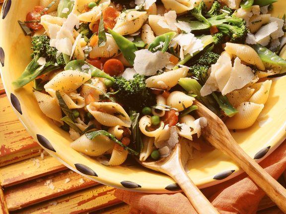 Pastasalat mit Gemüse