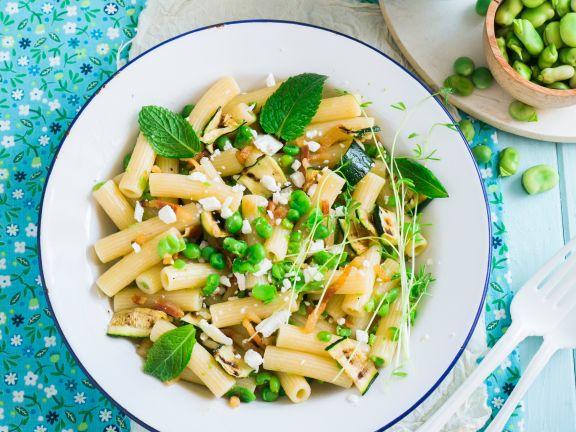 Penne mit Erbsen und Zucchini