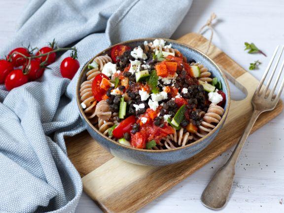 Spirelli mit Tomatensauce, Linsen und Feta