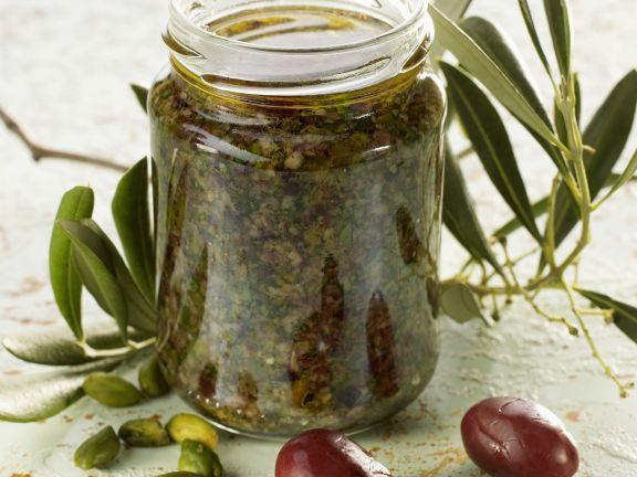Pesto aus Oliven und Pistazien