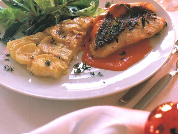 Petersfischfilet mit Paprikasauce und Kartoffel-Artischocken-Gratin
