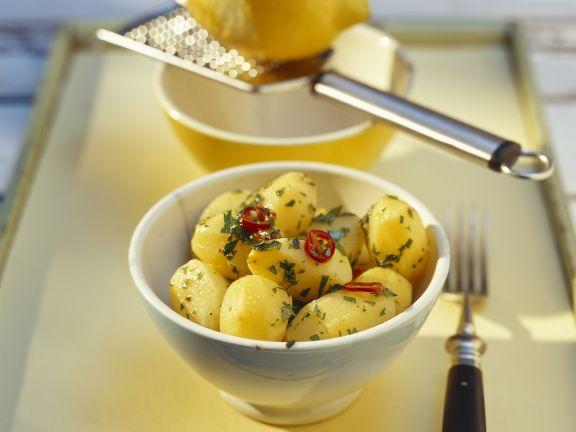 Petersilienkartoffeln mit Chiliringen