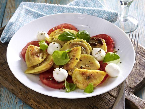 Pfannen Pasta mit getrockneten Tomaten und gegrillten Auberginen