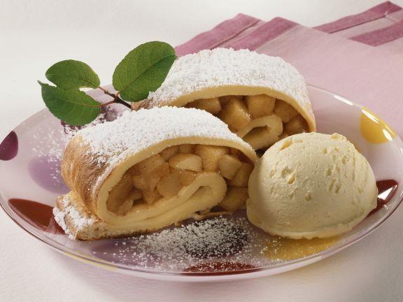 Pfannkuchen mit Apfelfüllung