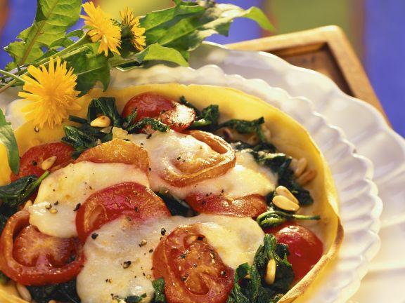 Pfannkuchen mit Tomaten, Mozzarella und Löwenzahn