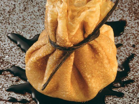 Pfannkuchen-Säckchen mit Eisfüllung