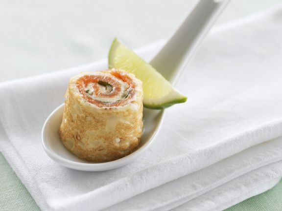 Pfannkuchenroulade mit geräuchertem Lachs