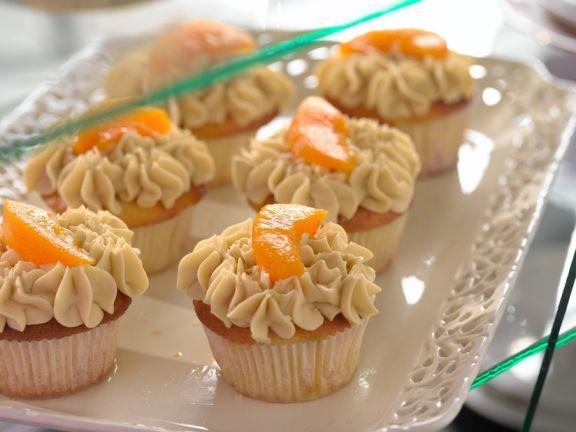 Pfirisch-Cupcakes mit Sahne