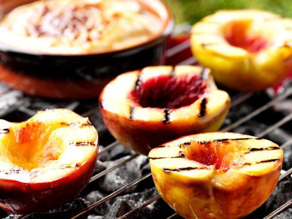 Pfirsiche vom Grill
