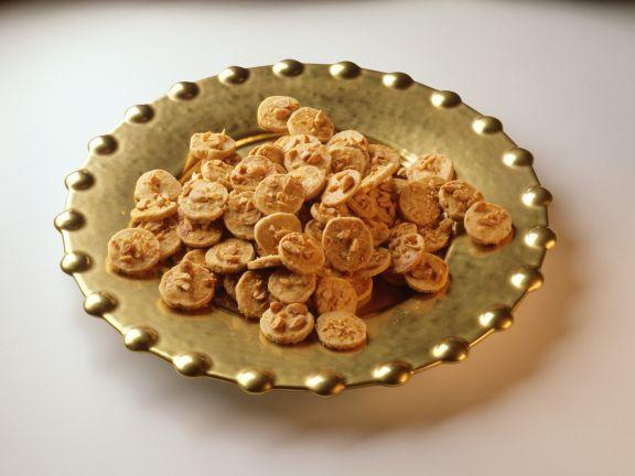 Pikante Erdnusstaler