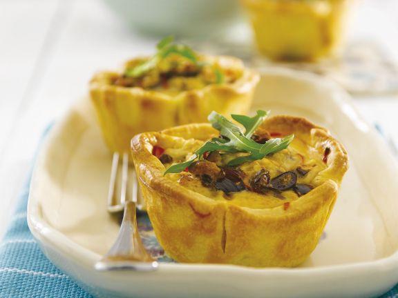 Pikante Küchlein mit Schafskäse, Oliven und Peperoni