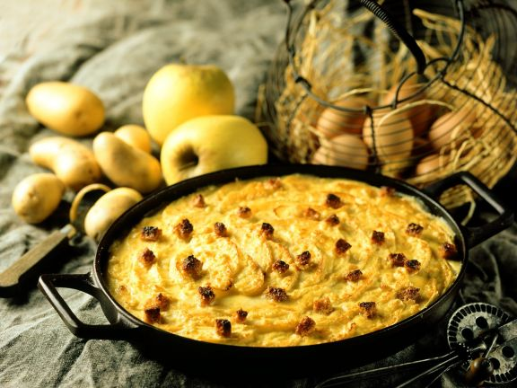 Pikanter Apfelauflauf mit Kartoffeln