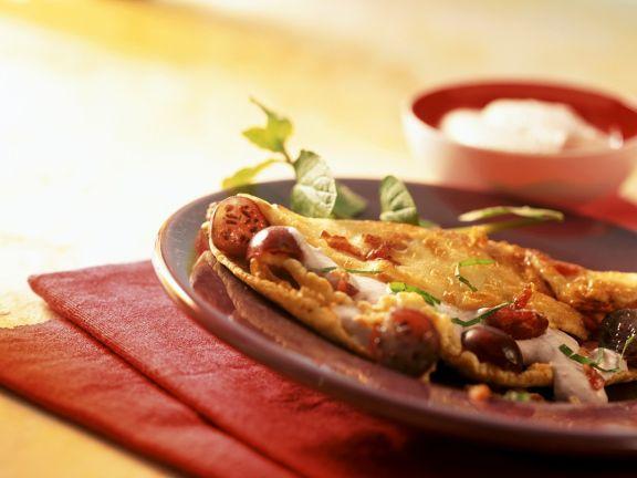 Pikanter Pfannkuchen mit Speck und Stachelbeeren