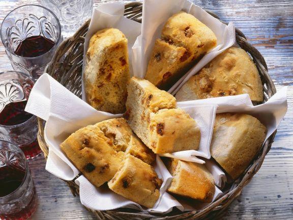 Pikantes Brot mit Wurst auf portugiesische Art