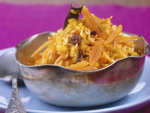 Pilaw mit Gewürzen, Karotten, Aprikosen und Rosinen