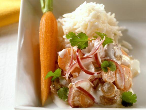 Pilzcurry mit Karotten und Zwiebeln dazu Reis