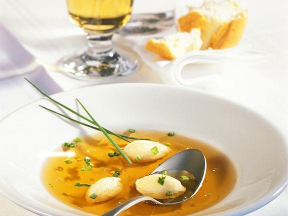 Pilzsuppe mit Parmesanklößchen aus der Mikro