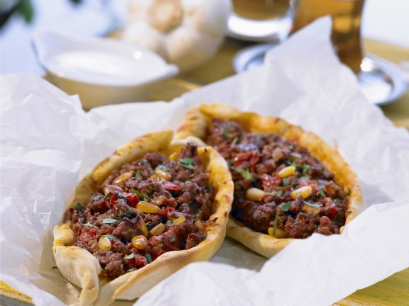Pizza auf türkische Art mit Lammhack