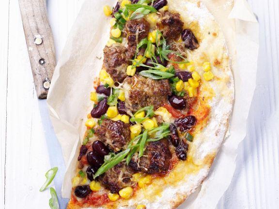 Pizza mit Hackfleisch, Bohnen und Reis