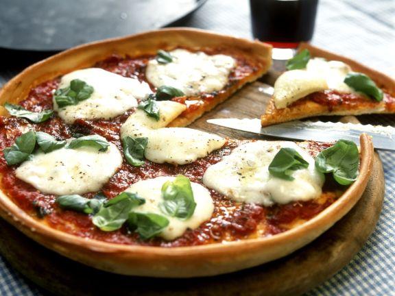 Pizza mit Mozzarella