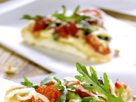 Pizza mit Rucola und Zucchini