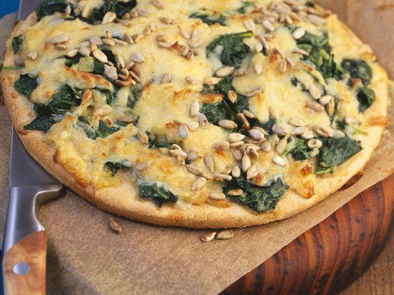 Pizza mit Spinat und Käse