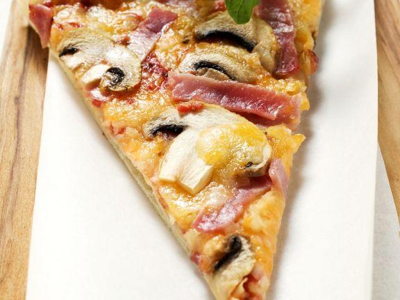 Pizza Pilzen und Schinken
