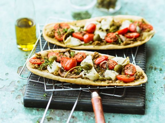 Pizzazungen mit Sardellen und Kapernäpfeln
