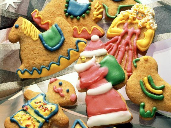 Plätzchen-Figuren mit buntem Zuckerguss