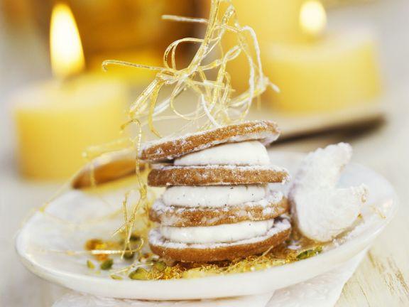 Plätzchenturm mit weißer Schokolade und Karamellfäden