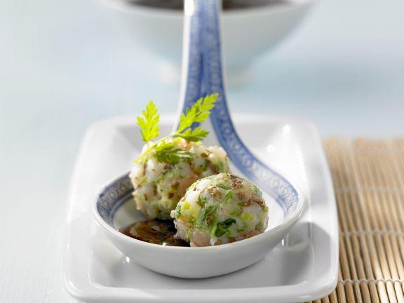 Pochierte Shrimpsbällchen