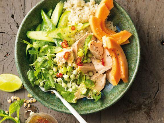 Pochierter Lachs mit Reis und Papaya