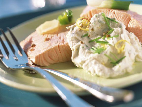 Pochierter Lachs mit Tofudressing