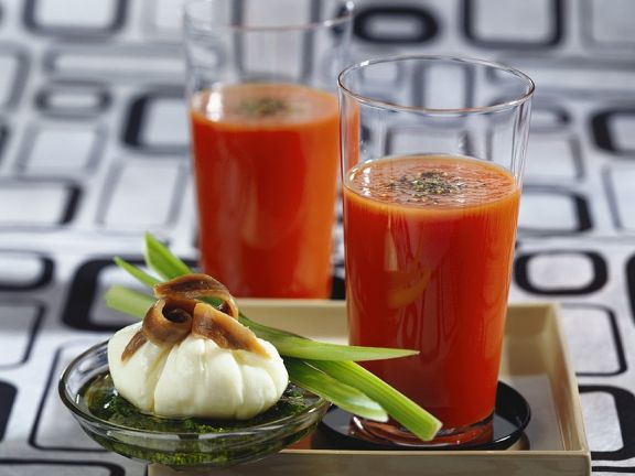 Pochiertes Ei mit Tomatendrink