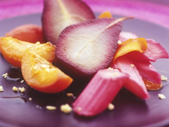 Pochiertes Obst mit Sirup