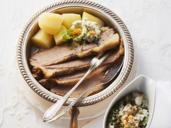 Pochiertes Rindfleisch mit grüner Soße