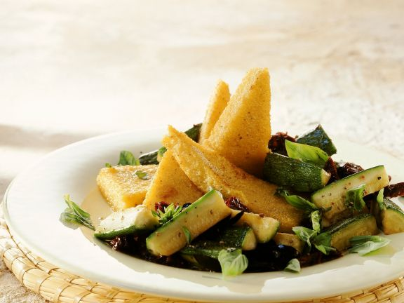 Polenta mit Zucchinigemüse
