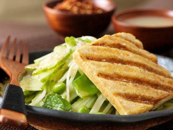Polentaschnitte mit Salat