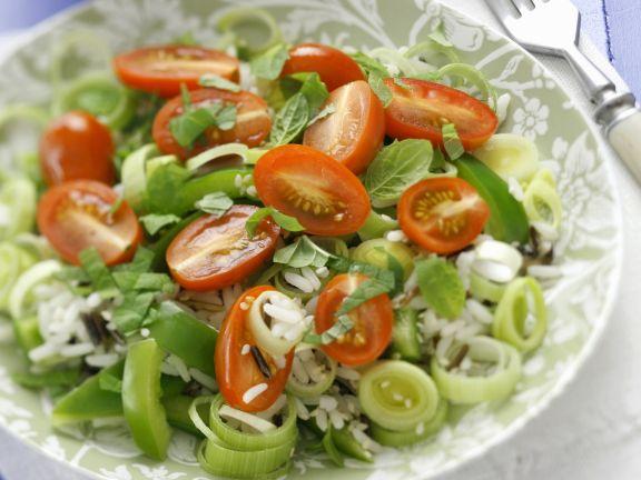 Porree-Reissalat mit Tomaten und Minze
