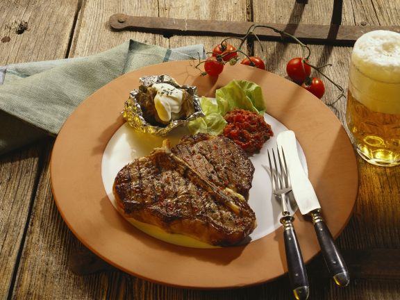 Porterhouse-Steak mit Ofenkartoffel
