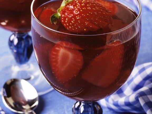 Portweingelee mit Erdbeeren