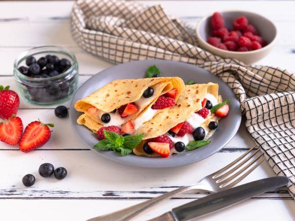 Protein Pfannkuchen mit Beeren-Quark-Füllung