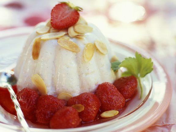 Pudding mit Erdbeerkompott