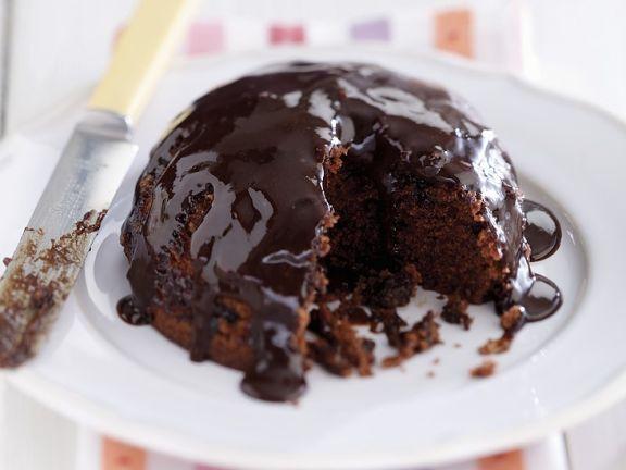 Pudding nach englischer Art mit Schokosoße