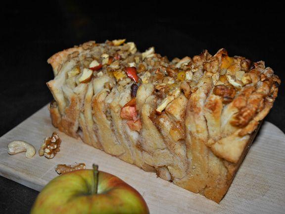 Pull Apart Bread mit Äpfeln und Walnüssen