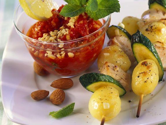 Puten-Gemüse-spieße mit Paprikasauce