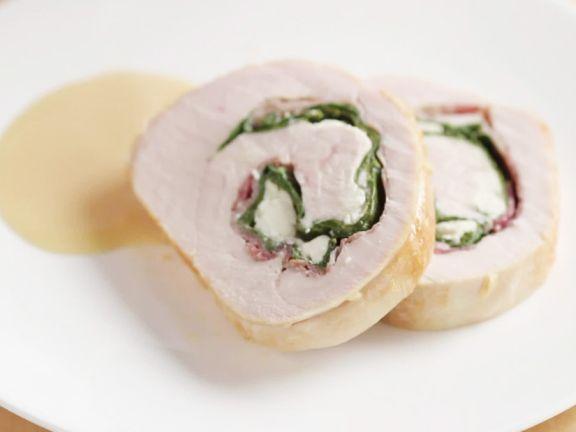 Putenbraten mit Feta-Spinat-Füllung herstellen