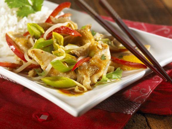 Putengeschnetzeltes mit Gemüse auf chinesische Art